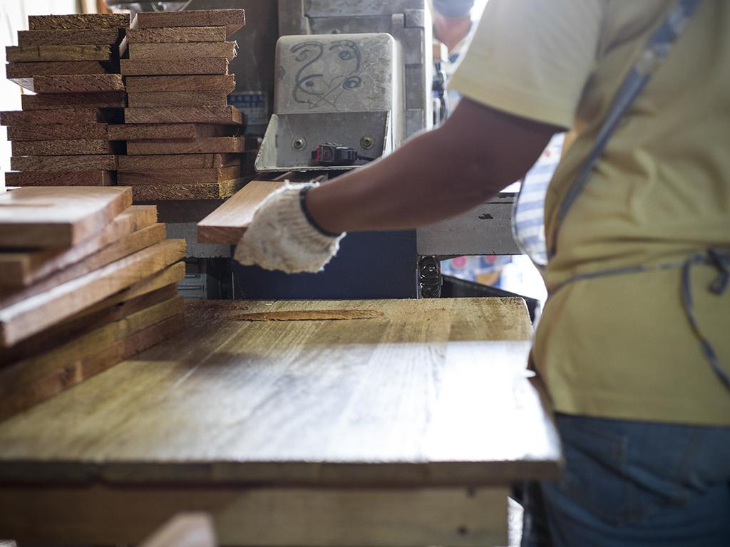 Objavjen poziv za subvencioniranje kredita preduzećima iz drvne industrije u TK