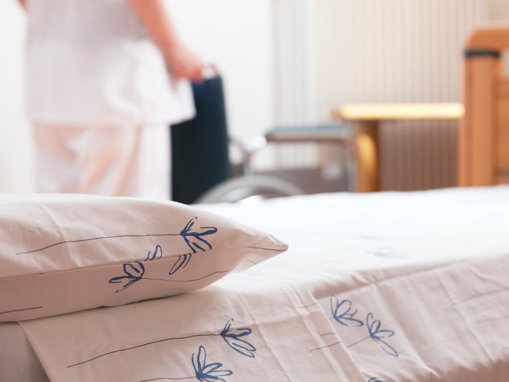Türkische Agentur für Zusammenarbeit und Koordinierung spendet 36 Betten für Altenheim Bezanijska kosa