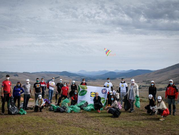 Lidl Serbien reinigte in Zusammenarbeit mit dem Bergrettungsdienst und Ekostar Pak auch Zlatibor - 150 Säcke mit Abfällen gesammelt