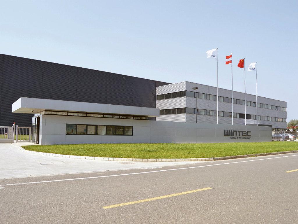 Kompanija Neofyton zvanični zastupnik mašina za brizganje plastike WINTEC by Engel za Srbiju i region