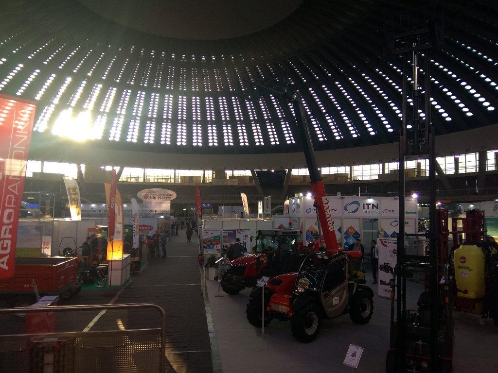 Agro Belgrade 2020 - Traktor sa okretnim komandama, berač grožđa, jedinstvena sadilica za krompir, inteligentna prskalica...  (FOTO)