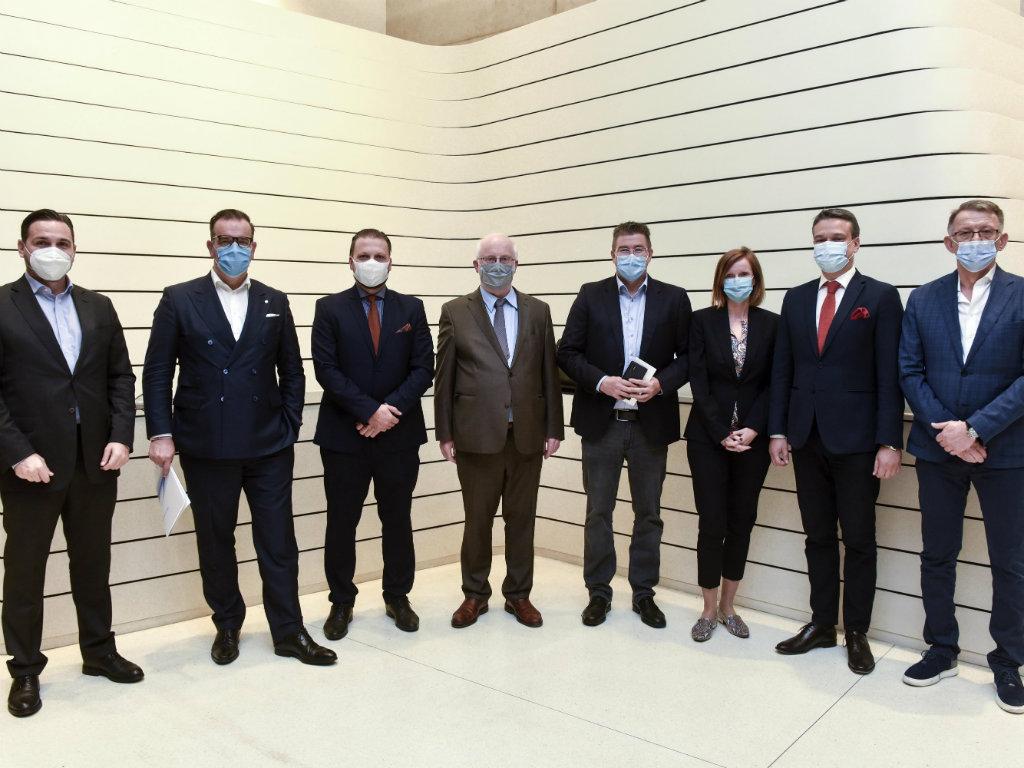 Izabran novi Upravni odbor Nemačko-srpske privredne komore -  Novi predsednik direktor kompanije Siemens Srbija Udo Ajhlinger