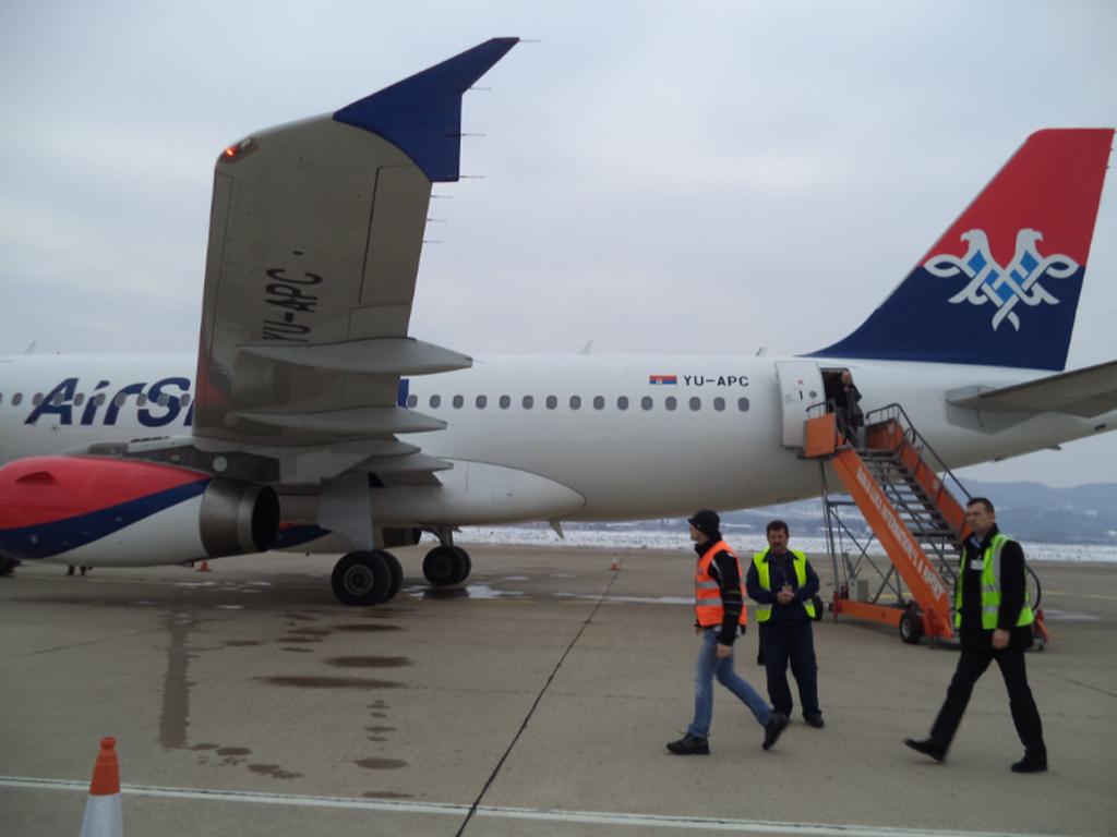 Air Serbia uvela novu šemu bojenja - A330 prvi avion ukrašen reklamom