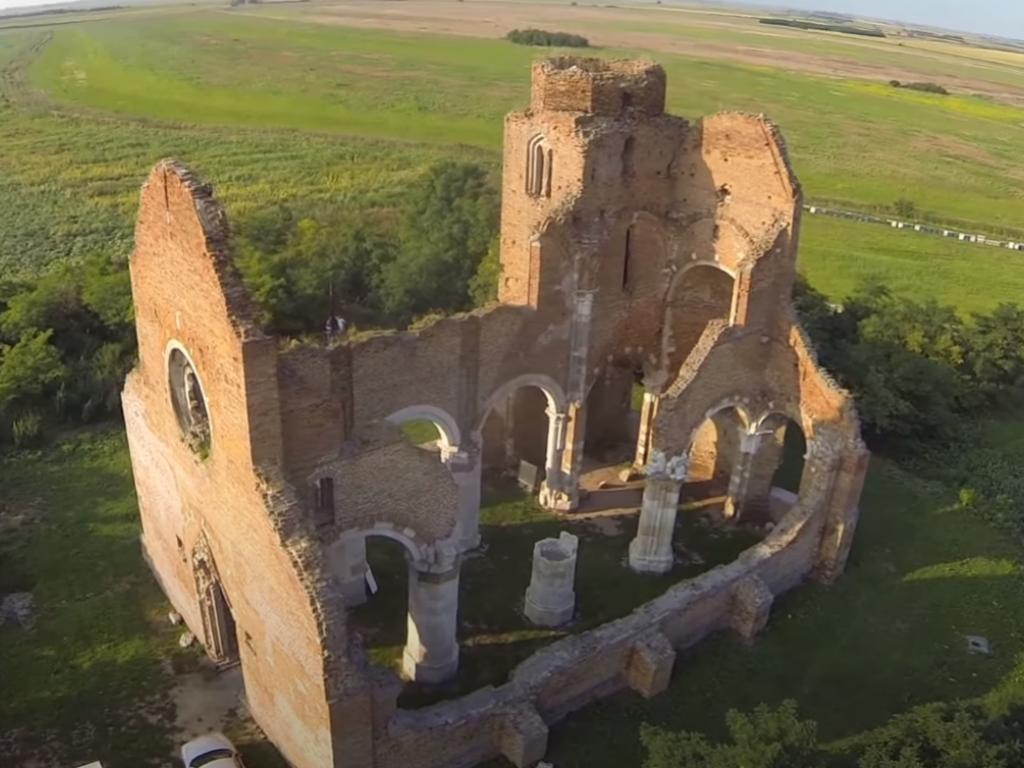 Mađarska ulaže 5,5 mil EUR u obnovu bazilike iz 12. veka kod Novog Bečeja