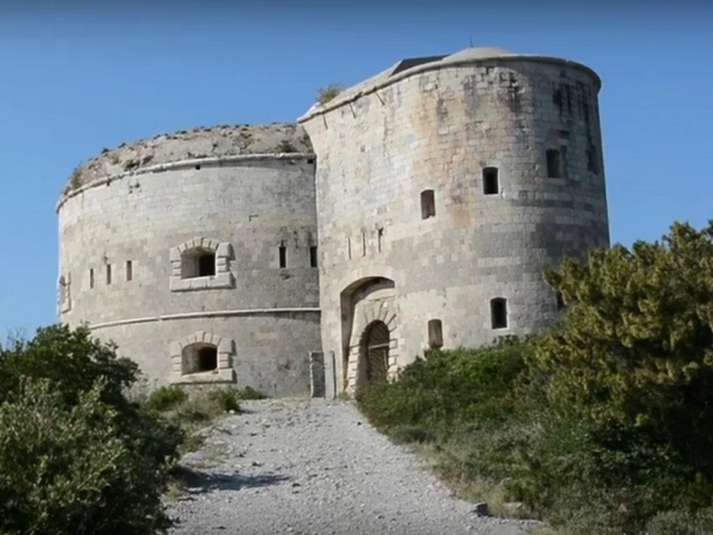 Prodaje se tvrđava Arza na poluostrvu Luštica