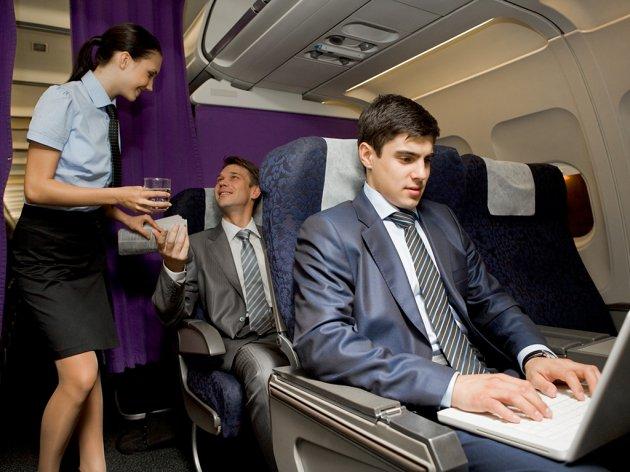 """""""Coca-Cola"""" und """"Air Serbia"""" unterzeichnen dreijährigen strategischen Vertrag über Versorgung mit Getränken"""