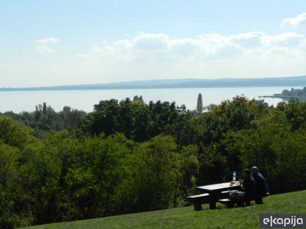 Termalna jezera i bazeni za zdravlje i uživanje, dvorci, podzemne pećine - Otkrijte deo zapadne Mađarske (FOTO)