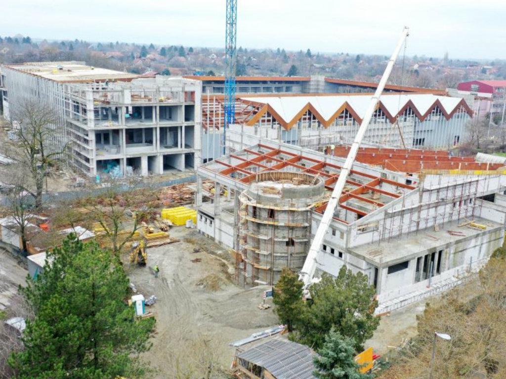 Radovi na bazenima i na stadionu u Bačkoj Topoli trebalo bi da budu završeni do kraja godine