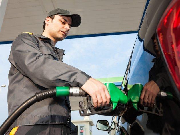 Pojedini guverneri traže od Bajdena da zaustavi prodaju benzinaca do 2035.