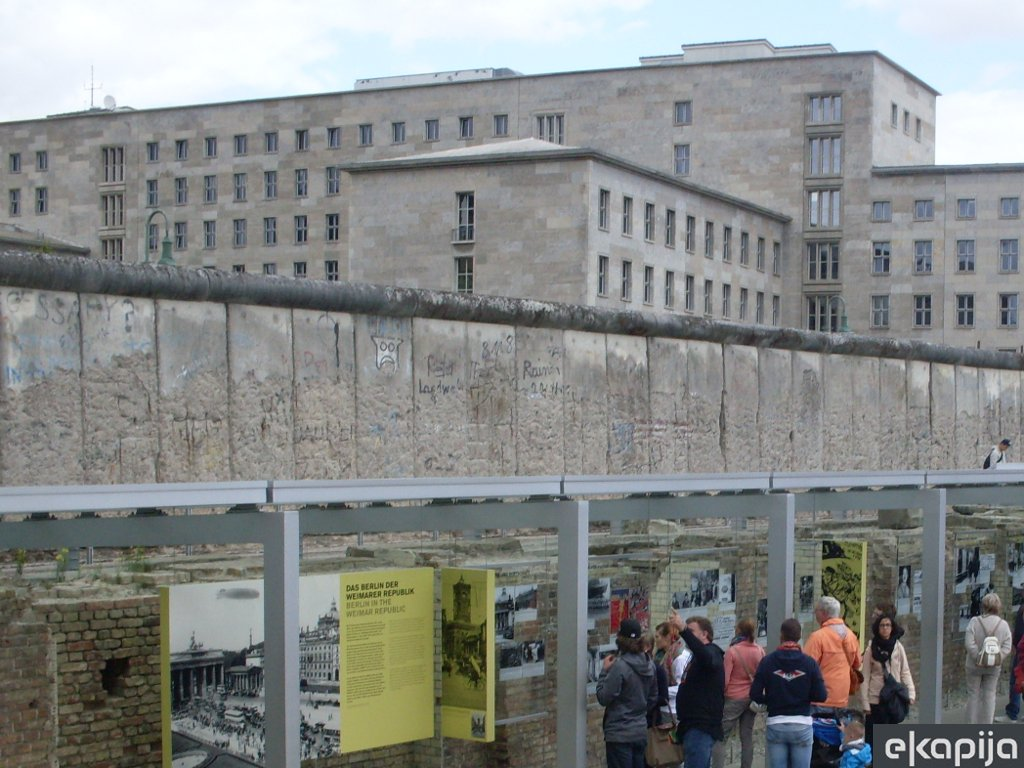 Another section of Berlin Wall found?