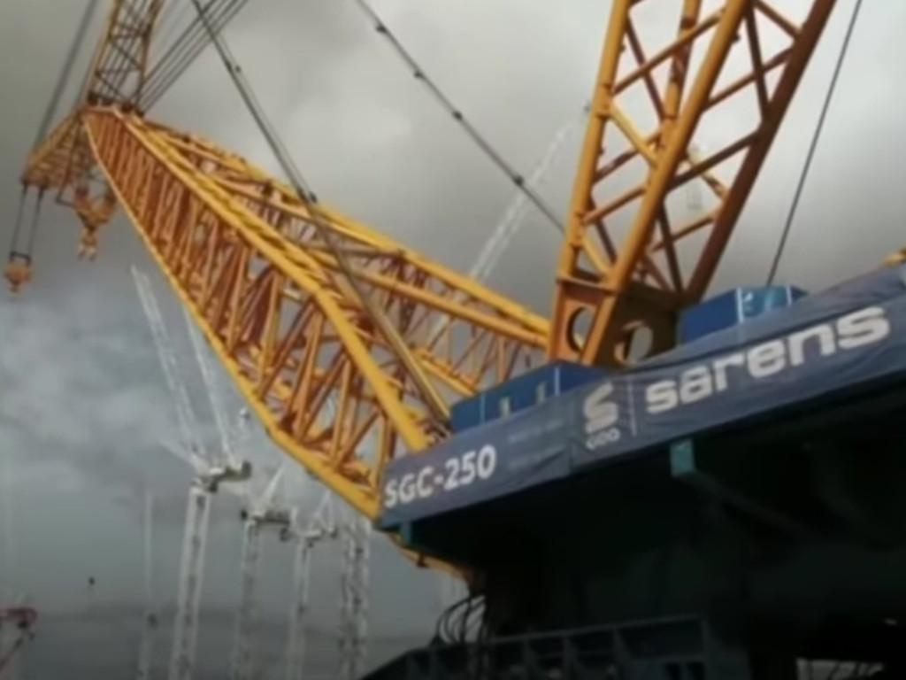 Pušten u rad najveći kran na svijetu, može podići 1.600 automobila (VIDEO)