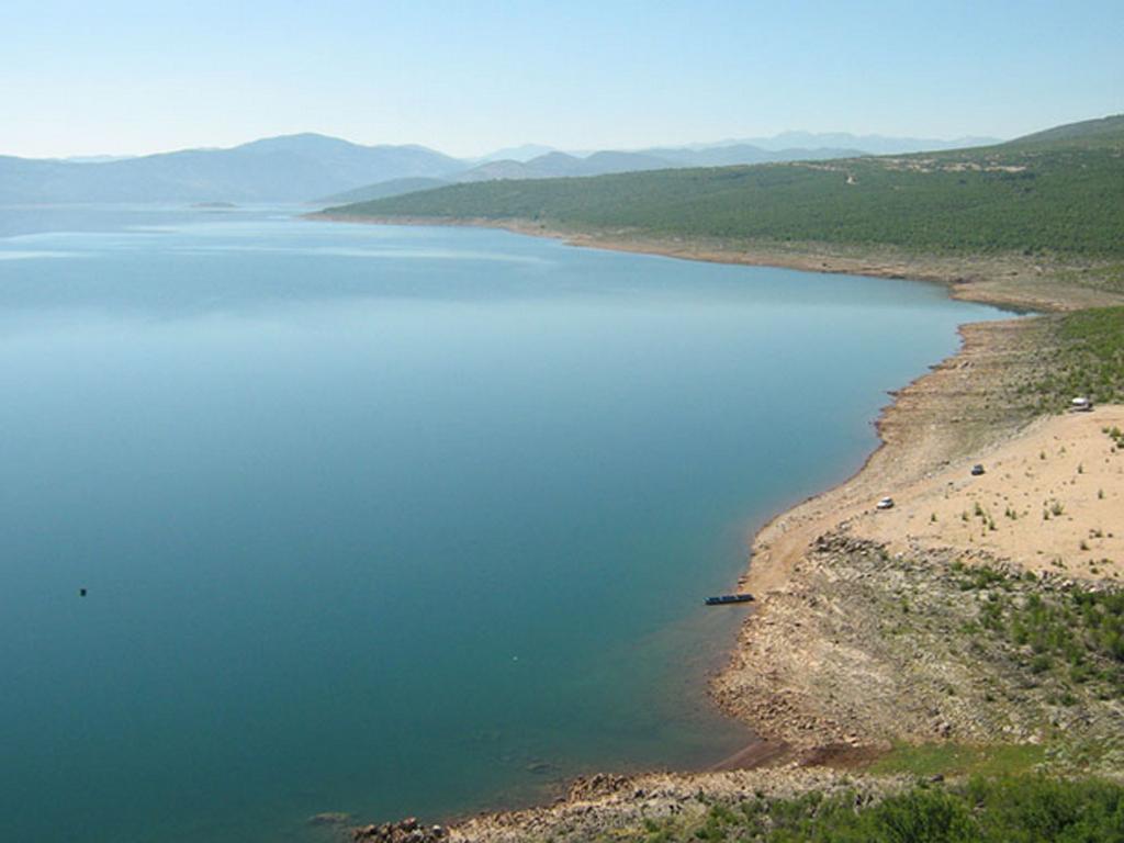 Sa marine u Drakuljica kastel i sportsko selo - Šta Bilećko jezero nudi potencijalnim investitorima?