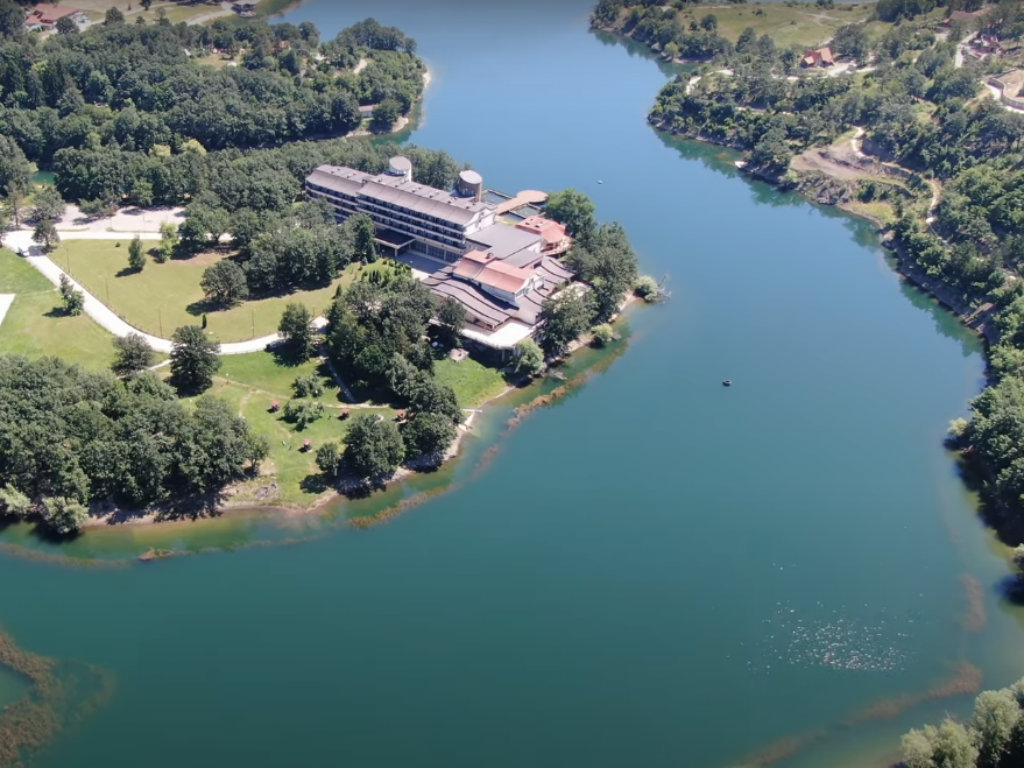 Nakon eksproprijacije zemljišta na Borskom jezeru u planu gradnja puteva, staza i komunalne infrastrukture