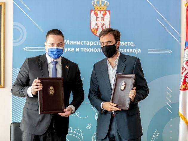 Chipsy donira golove svim srednjim školama u Srbiji
