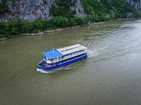 Jedinstvena vožnja brodom Horizont do Rumunije za 15 minuta - Turistički bum u Kladovu i nova atrakcija (FOTO)