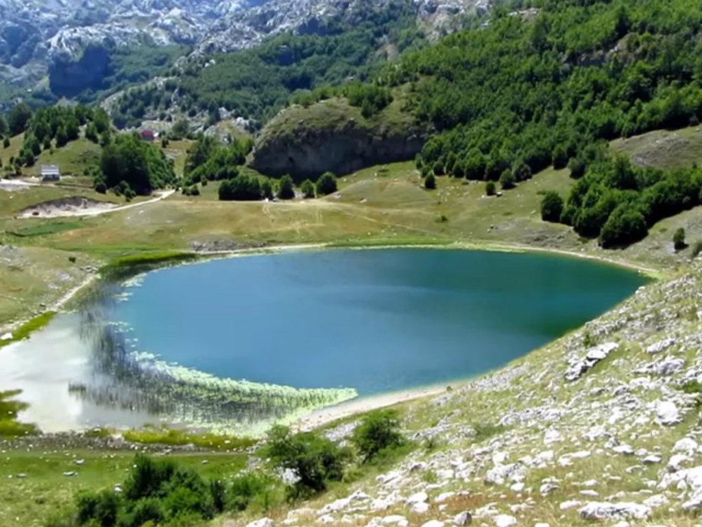 """Bukumirsko jezero - """"corona free"""" izletište nadomak Podgorice"""