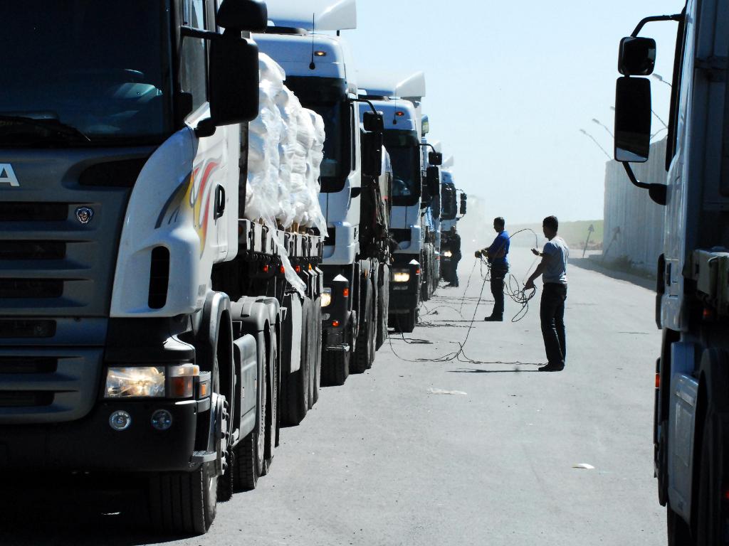Vozači kamiona negoduju zbog ugradnje elektronskih uređaja - Lokatori prave gužve na granici