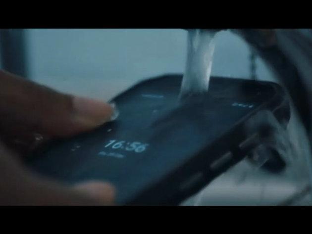 Prvi antibakterijski telefon na svetu - Može da se pere sapunom i izbeljivačem (VIDEO)