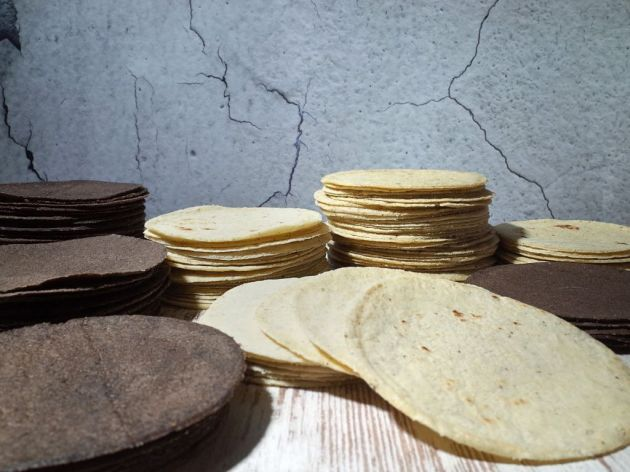 Tortilje od kukuruza crveni osmak i beli osmak