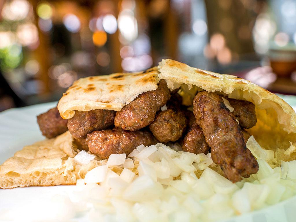 Taste Atlas objavio listu mesta gde se jedu najbolji ćevapi na svetu