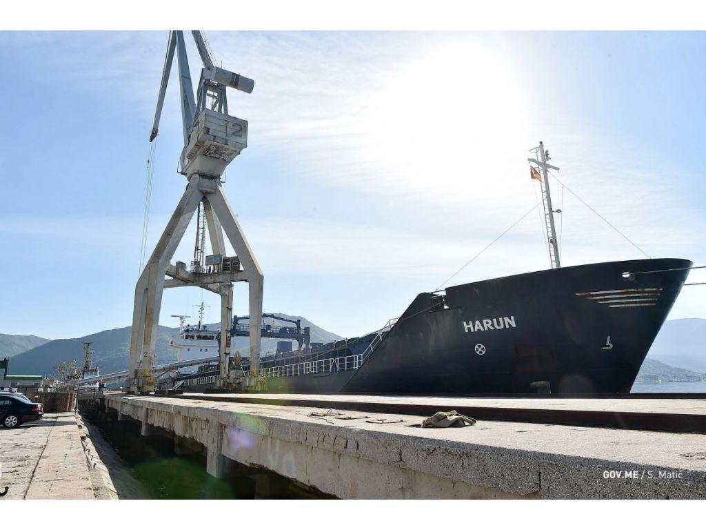 Nakon godinu i po zastoja, brod sa opasnim gritom iz Bijele kreće ka Španiji