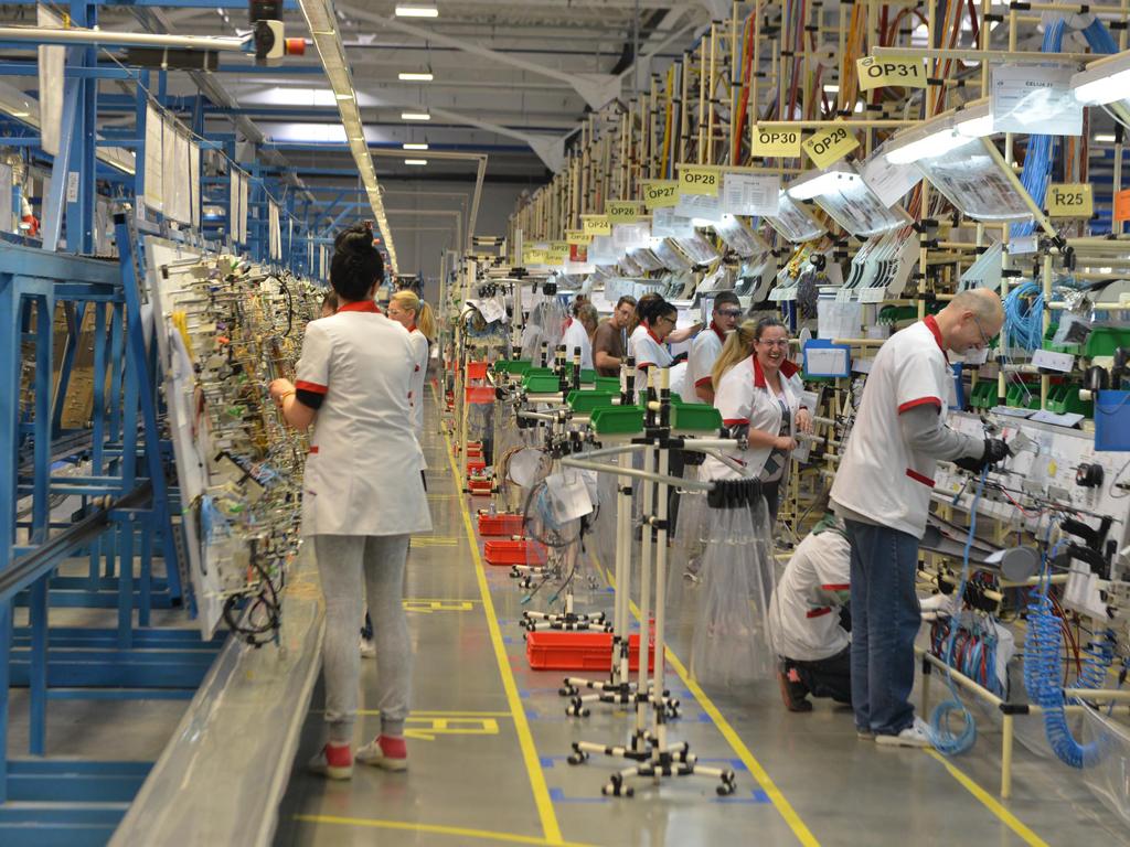 Delphi će u Paraćinu u 2017. zaposliti 1.500 ljudi - U Novom Sadu posao za još 500 radnika