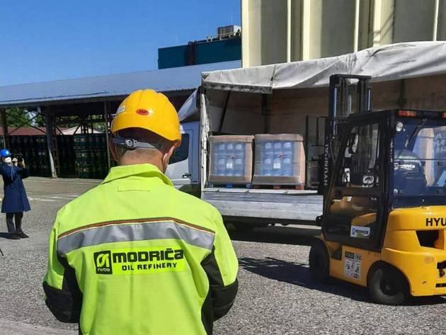 Rafinerija ulja Modriča razvila novi proizvod- Prve količine dezinsepta donirali Republičkom štabu za vanredne situacije