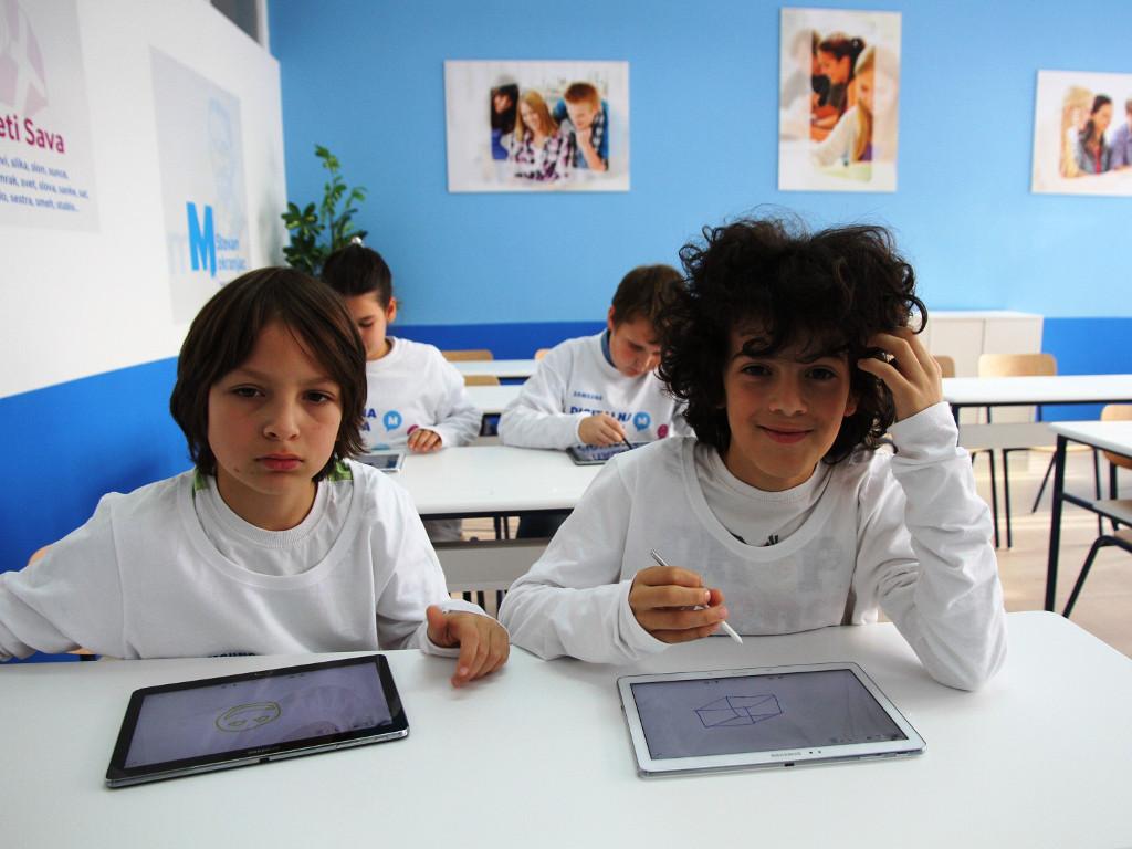 RS od septembra dobija 500 digitalnih učionica, stiže pomoć od Srbije