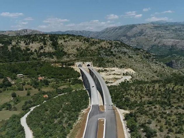Počelo obilježavanje horizontalne signalizacije na autoputu Bar-Boljare