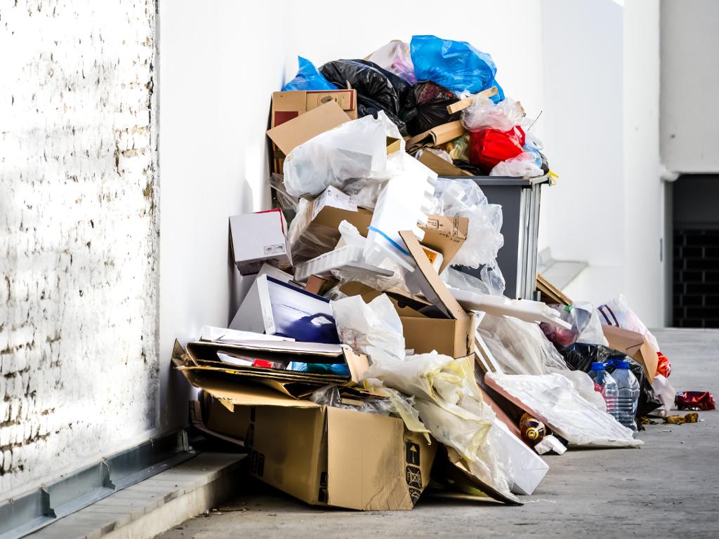 Firma Kemeko-BH iz Lukavca angažovana na odvozu tekstilnog otpada iz Drvara, Bosanskog Grahova i Bihaća
