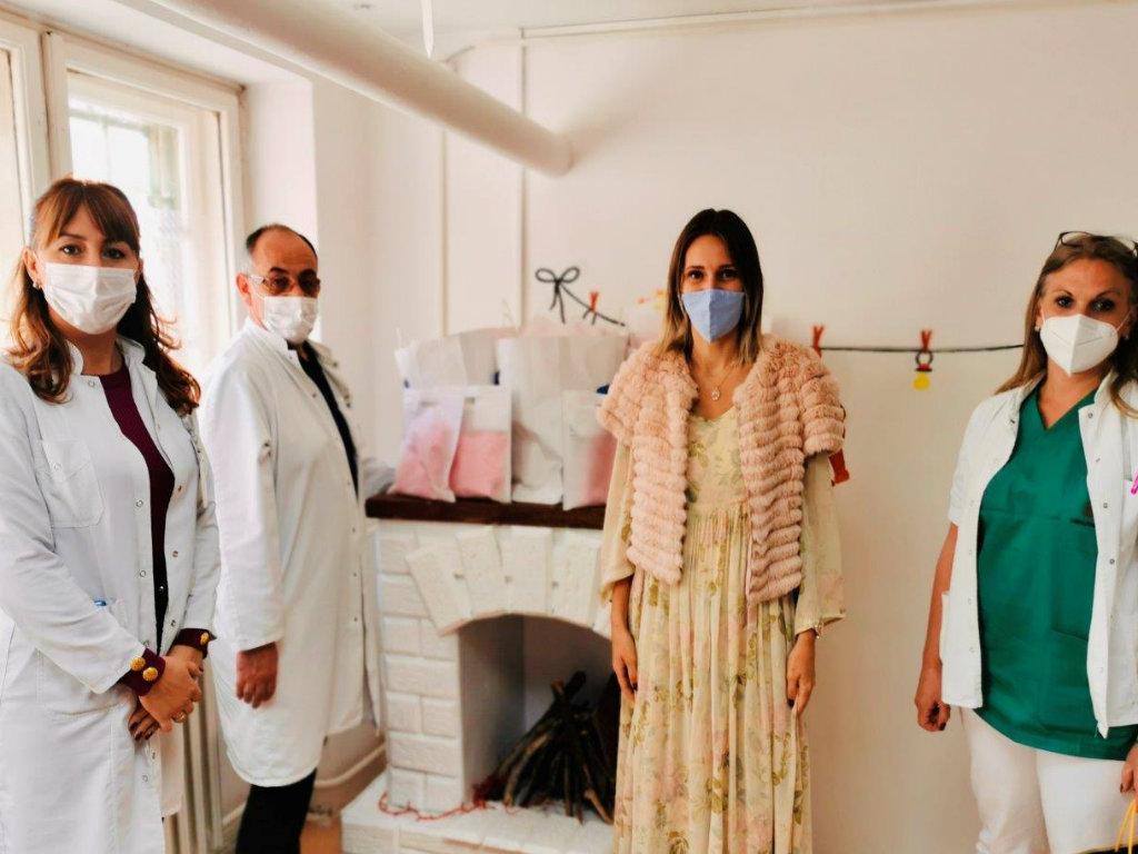 Forever Friends fondacija donirala 80 paketa za bebe porodilištu u Požarevcu