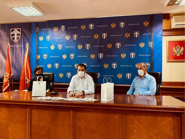 Donacija EPCG i Opštine Pljevlja - Besplatne knjige za učenike prva tri razreda osnovnih škola