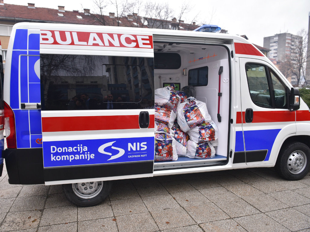 Vredna donacija kompanije NIS - 100.000 EUR bolnici u Kraljevu i sanitetsko vozilo za KBC u Kosovskoj Mitrovici