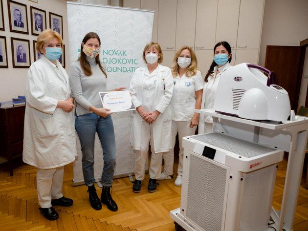 Fondacija Novak Đoković uručila vredne donacije Institutu za onkologiju i radiologiju i Klinici za neurohirurgiju KCS