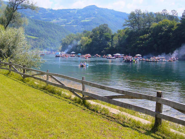 Ljubovija spremna za Drinsku regatu - Investicije u turizam privlače rekordan broj gostiju (VIDEO)