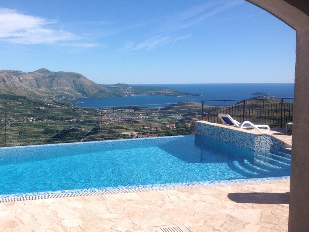 """Englezi najčešći gosti Dubrovačkih visova - """"BiS Adriatic"""" u 2014. počinje izgradnju još 9 luksuznih vila (FOTO)"""