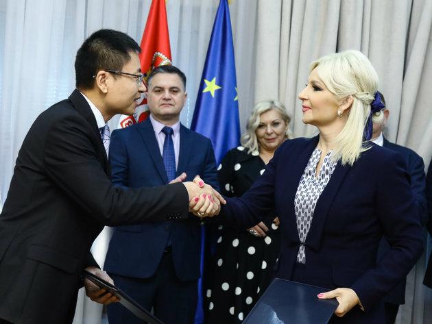 Potpisan memorandum o izgradnji auto-puta Beograd-Zrenjanin-Novi Sad sa kompanijom iz Kine