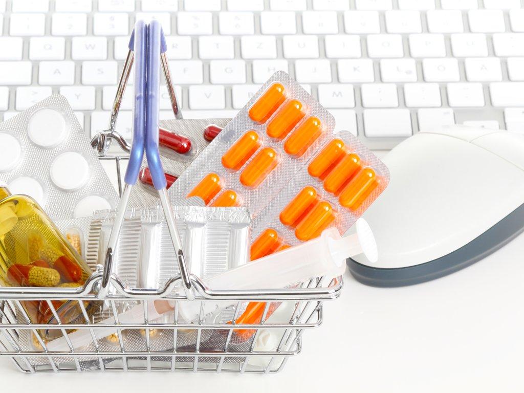 Odabrani dobavljači vitaminskih paketa za penzionere - Hitna nabavka vredna 9,4 mil EUR