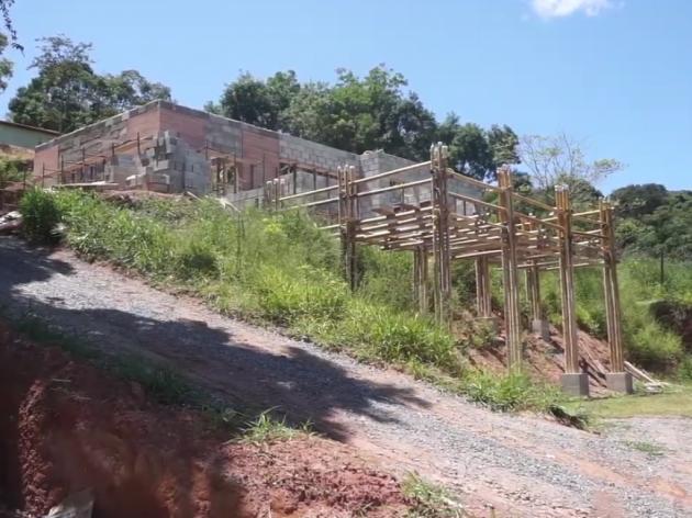 Nabijena zemlja i bambus za ekološki i troškovno prihvatljivije kuće (VIDEO)