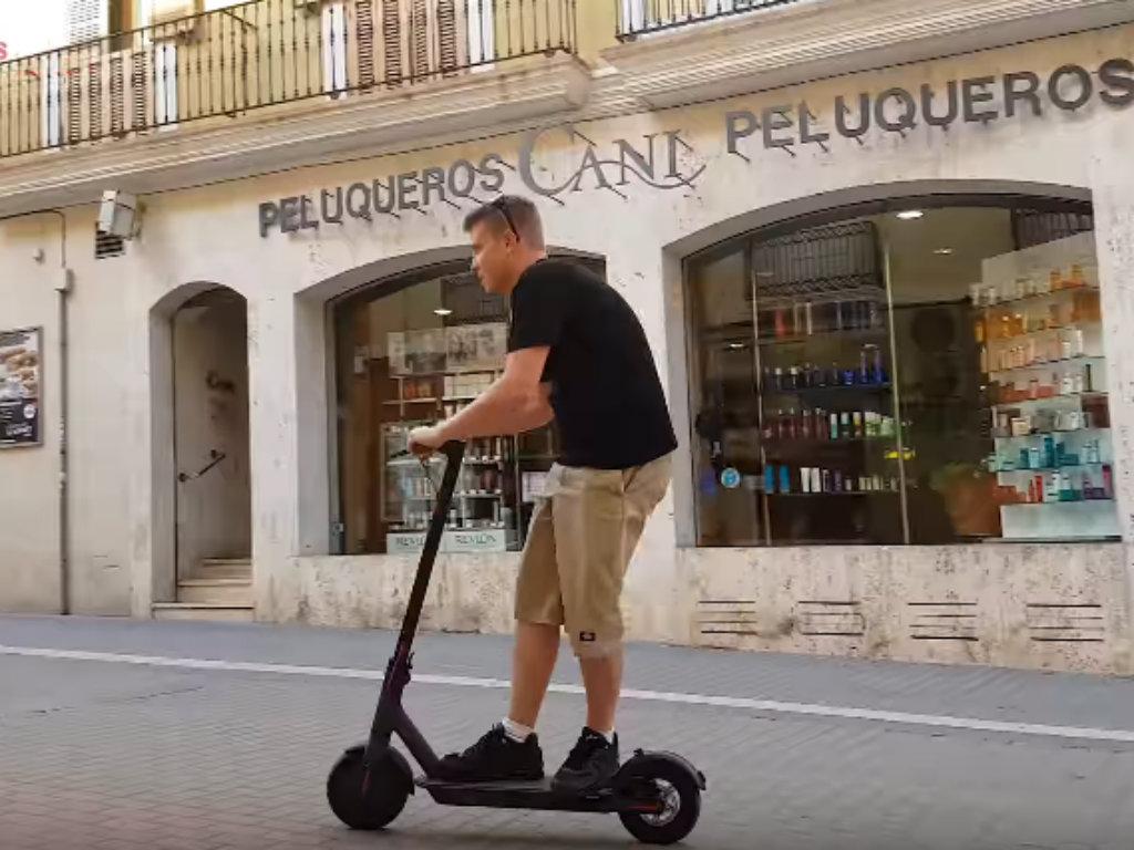 Francuska uvela set pravila za vožnju električnih trotineta - Zabrana kretanja po trotoarima