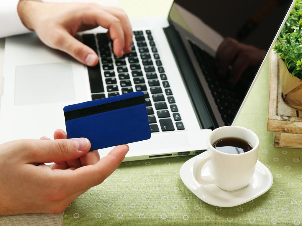 Stručnjaci tvrde - Pretjerana kupovina preko interneta je mentalni poremećaj