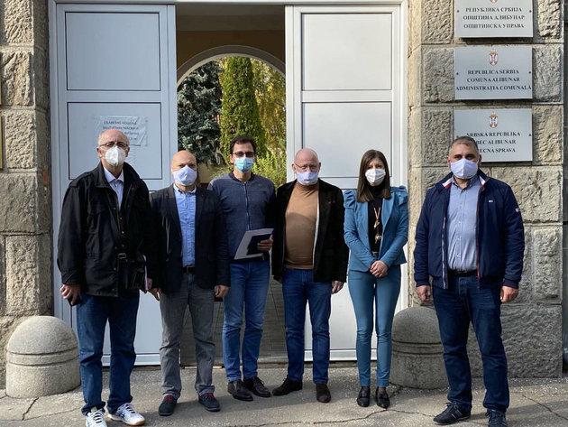 Kompanija Elicio donira sredstva za grejnu opremu osnovnoj školi u Banatskom Karlovcu