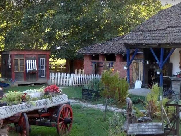 Dvadesetpetogodišnja Jovana iz Prigrevice ne može bez seoske idile - Etno selo puno različitih sadržaja nudi sasvim drugačije iskustvo seoskog turizma