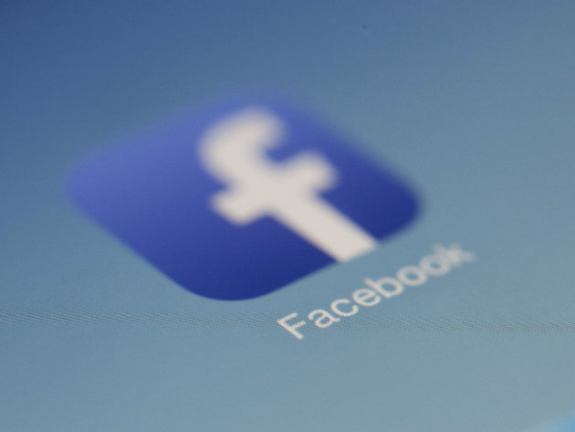 """Facebook Removes """"Like"""" Button from Public Pages"""