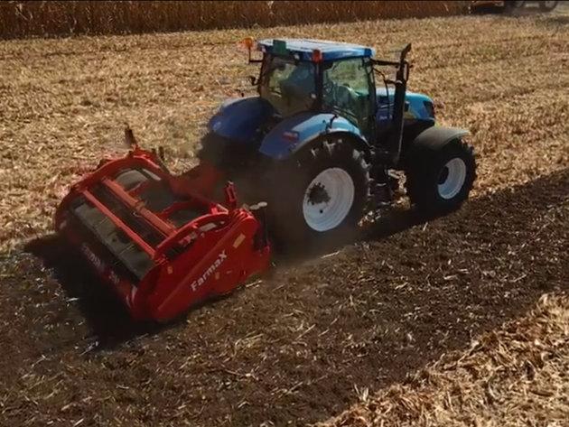 Jedinstvene poljomašine u Srbiji i regionu - Štedljivi plug koji priprema zemljište za setvu u jednom prohodu i kombajn za pasulj koji razdvaja zrno od mahune (VIDEO)