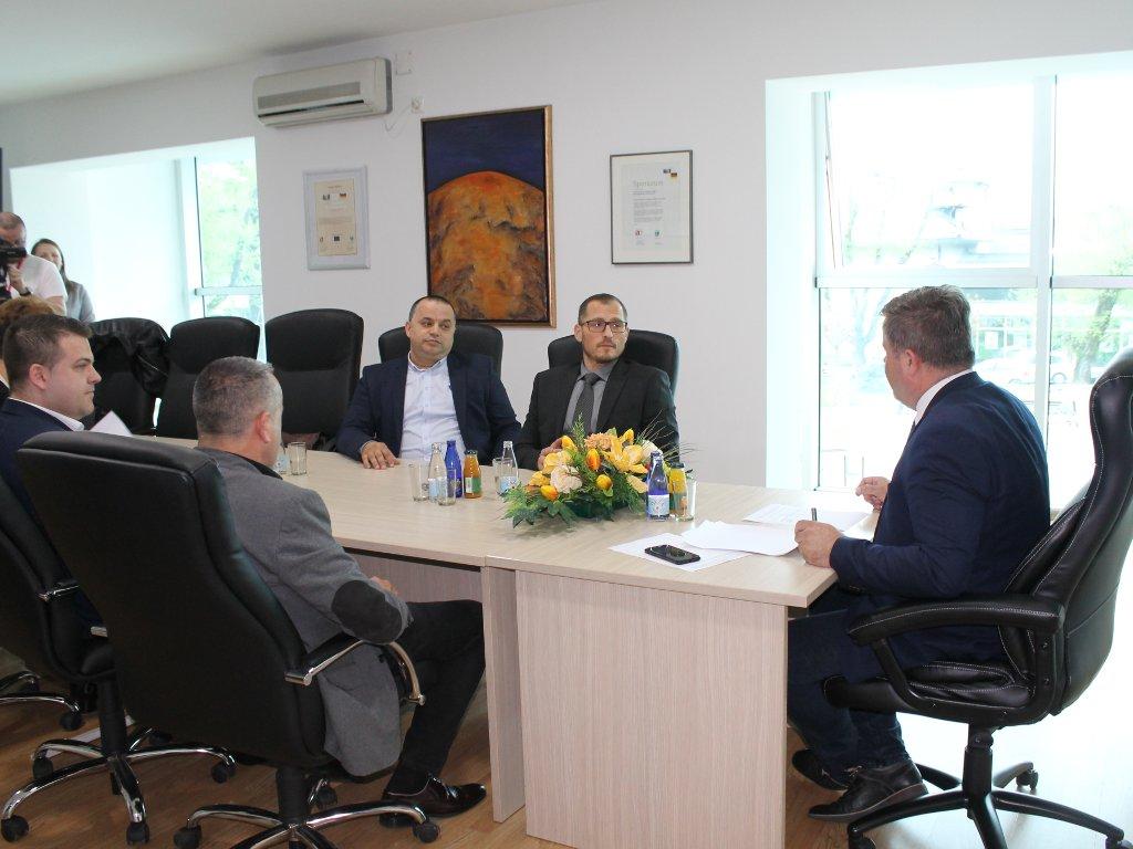 Fabrika cementa Lukavac donira 100.000 KM za rekonstrukciju platoa ispred Doma kulture