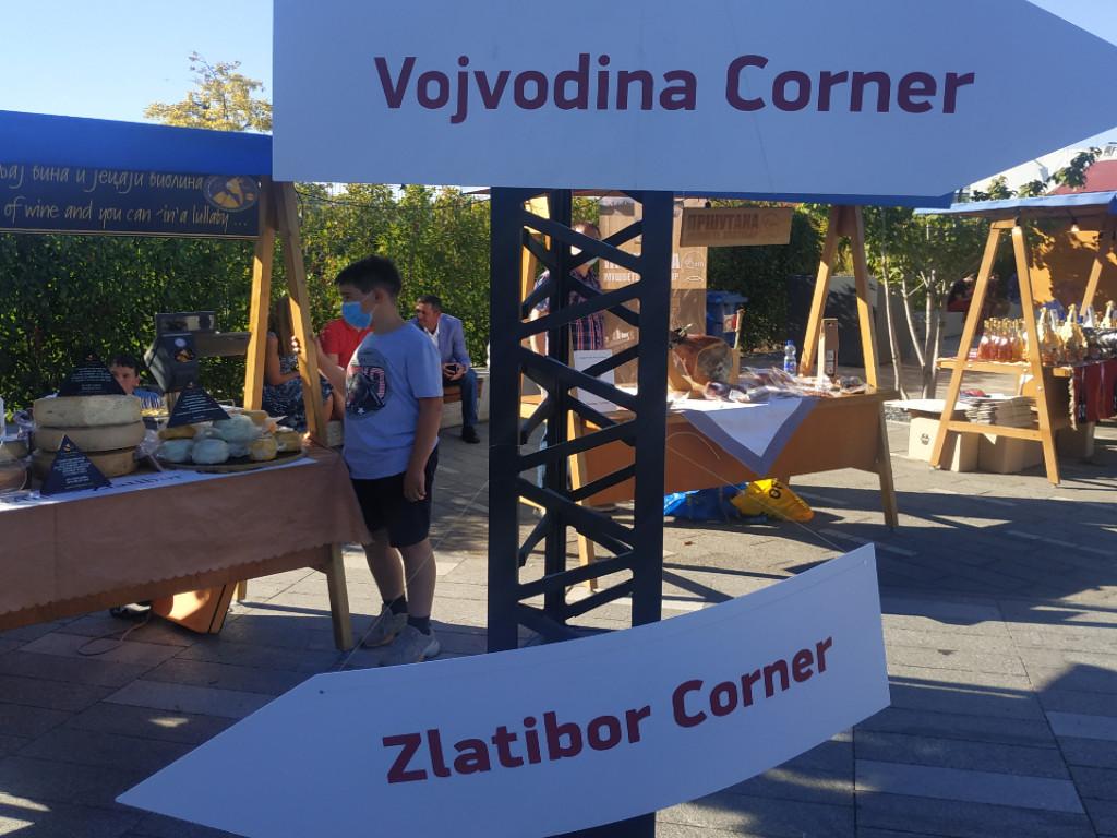 Domaći sirevi, rakije i najbolja vina regiona - Održan Sajam tradicionalne hrane i vina u Beogradu (FOTO)