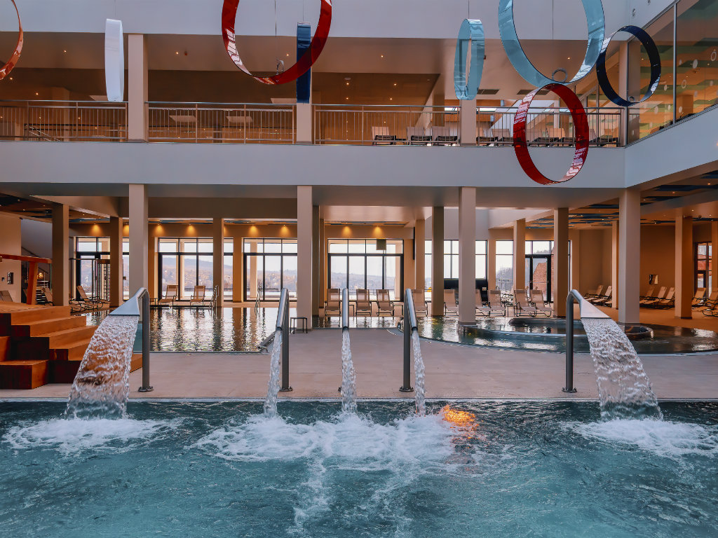 Startuje prva letnja sezona u Fruškim termama - Gostima na raspolaganju 8 bazena, soba sa vodenim krevetima i 12 sauna (FOTO)
