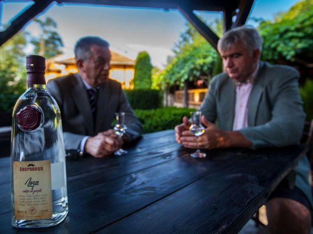 Dva prijatelja proizvode Gospodsku rakiju - Ukus voća i lekovitih trava sa obronaka Stare planine