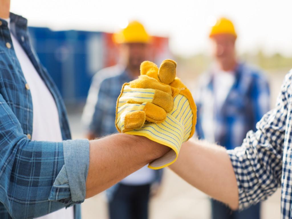 Uskoro novi Zakon o pojednostavljenom radnom angažovanju u oblastima građevinarstva, turizma, ugostiteljstva i pomoći u kući